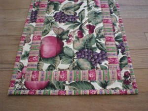 Handmade Quilted Table Topper with Hot Pads (21x30_11(set))